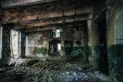 Pasillo en el edificio abandonado de la fábrica Imágenes de archivo libres de regalías