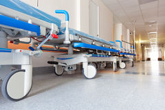 Pasillo en hospital con la carretilla Imagen de archivo libre de regalías