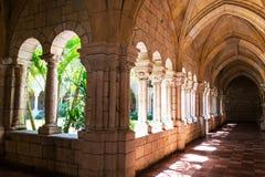 Pasillo en un monasterio. Fotografía de archivo libre de regalías