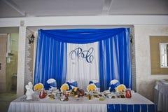 Pasillo festivo adornado con una decoración azul 4605 Imagenes de archivo