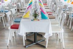 Pasillo festivo del banquete del ajuste de la tabla Foto de archivo libre de regalías