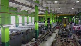 Pasillo grande de la producción de la empresa militar-industrial del aire almacen de metraje de vídeo