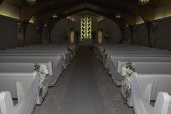 Pasillo hermoso de una capilla de la boda imagen de archivo