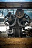 Pasillo industrial grande con los dientes Imágenes de archivo libres de regalías