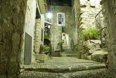 Pasillo italiano viejo en la noche Foto de archivo libre de regalías
