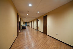 Pasillo largo del hotel Imagen de archivo libre de regalías