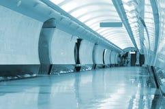 Pasillo largo en metro fotografía de archivo libre de regalías