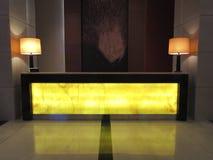 Pasillo lujoso del mostrador de recepción en el hotel de lujo de Resot Foto de archivo