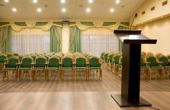 Pasillo moderno del auditorio con la tribuna Fotografía de archivo libre de regalías