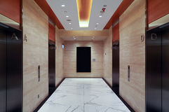Pasillo moderno del elevador del edificio Imagen de archivo
