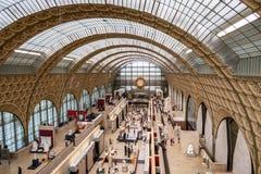Pasillo principal con un reloj - París, Francia del museo de Orsay imagen de archivo