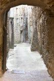 Pasillo típico en un pueblo en Francia Fotos de archivo libres de regalías