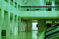 Pasillo verde foto de archivo