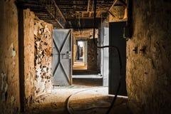 Pasillo viejo abandonado del lugar de trabajo Fotos de archivo libres de regalías