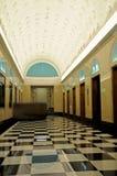 Pasillo y elevador retros Fotos de archivo