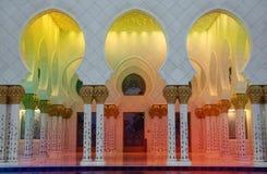 Pasillos coloridos de la mezquita Fotos de archivo