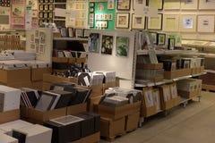 Pasillos de mercancías en la tienda de muebles Ikea Fotografía de archivo libre de regalías
