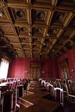 Pasillos internos en el edificio histórico hermoso de la universidad del nacional de Chernivtsi imagen de archivo libre de regalías