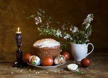 Paska, Ostereier und blühende Kirschniederlassung Stockfotografie