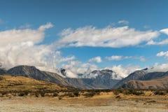 Pasmo górskie środek ziemia w wysokości pustyni, Nowa Zelandia Obrazy Royalty Free