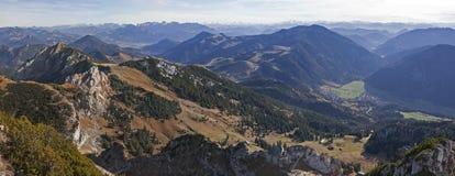 Pasmo górskie i doliny - widok od wendelstein góry Zdjęcie Stock