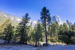 Pasmo górskie w Yosemite parku narodowym, Kalifornia, usa Zdjęcie Stock