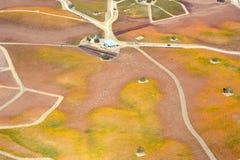 Paso罗夫莱斯从飞机观看的秋天葡萄园-惊人的秋天颜色 库存图片