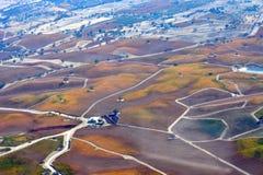 Paso罗夫莱斯从飞机观看的秋天葡萄园-惊人的秋天颜色 免版税图库摄影