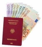 Paso alemán con las notas euro Fotos de archivo libres de regalías