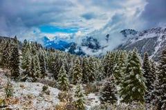 Paso alpino Giau de las dolomías Fotografía de archivo libre de regalías