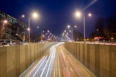 Paso de Baneasa en tráfico de la escena de la noche de Bucarest imágenes de archivo libres de regalías