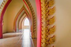 Paso de la abertura del templo en Tailandia Imagen de archivo libre de regalías