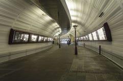 Paso de la ciudad - túnel del paseo fotografía de archivo