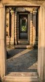 Paso de la puerta del castillo de Phra Wiharn (templo de Preah Vihear) imagen de archivo libre de regalías