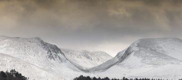 Paso de Lairig Ghru en las montañas de Cairngorms en Escocia Imagen de archivo