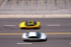 Paso de los coches en el movimiento Fotos de archivo libres de regalías