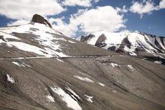Paso de montaña del La de Taglang en Ladakh, la India Imagen de archivo libre de regalías