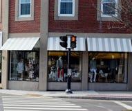 Paso de peatones con la señal de travesía Fotos de archivo libres de regalías