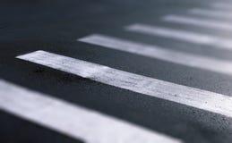 Paso de peatones en efecto del cambio de la inclinación del primer de la calle de la ciudad Fotografía de archivo libre de regalías