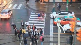 Paso de peatones en Toronto, Canadá almacen de metraje de vídeo
