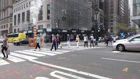 Paso de peatones de New York City almacen de video