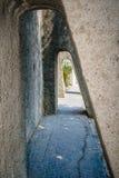 Paso de piedra en la forma del túnel, sirmione, Fotos de archivo