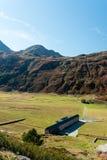 Paso de Simplon, paisaje alpino de un paso de montaña con la iglesia Imágenes de archivo libres de regalías