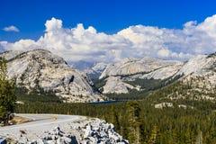 Paso de Tioga, parque nacional de Yosemite, Sierra Nevada, los E.E.U.U. Imagen de archivo libre de regalías