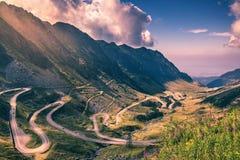 Paso de Transfagarasan en verano Montañas cárpatas que cruzan adentro Imágenes de archivo libres de regalías