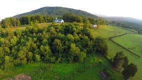 Paso elevado aéreo de la granja de la puesta del sol almacen de video