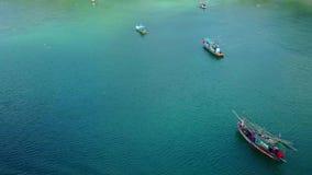Paso elevado de una isla en Tailandia almacen de metraje de vídeo