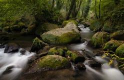 Paso entre las rocas Foto de archivo libre de regalías