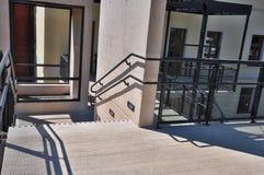 Paso exterior de las escaleras Imagenes de archivo