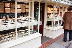 Paso por una joyería Foto de archivo libre de regalías